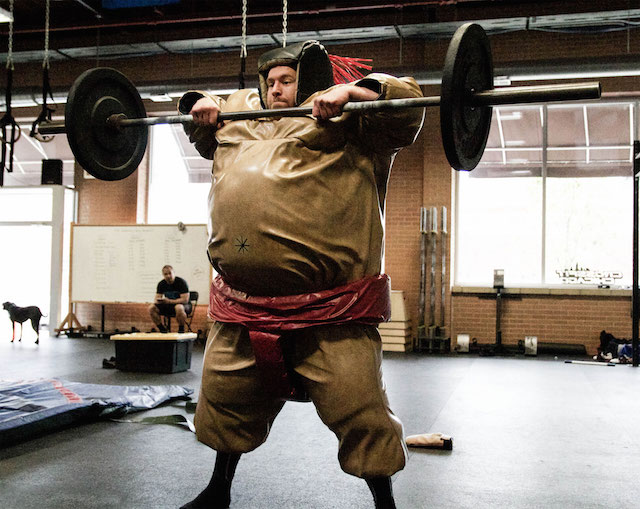 How to properly Sumo Deadlift High Pull : crossfit